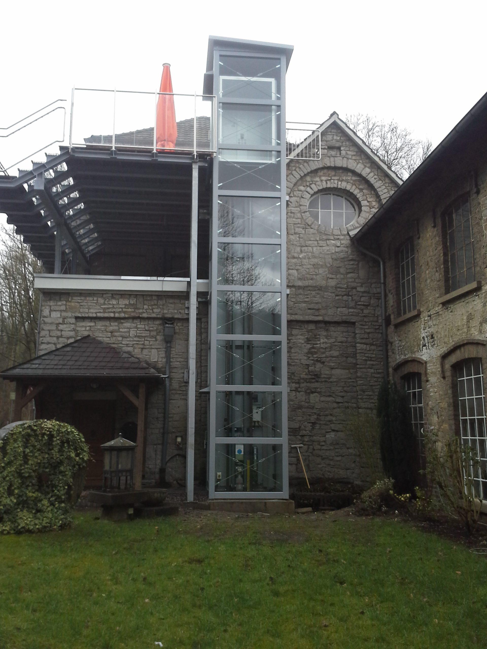 Aufzüge eingebaut bei Renovierung alter Gebäude