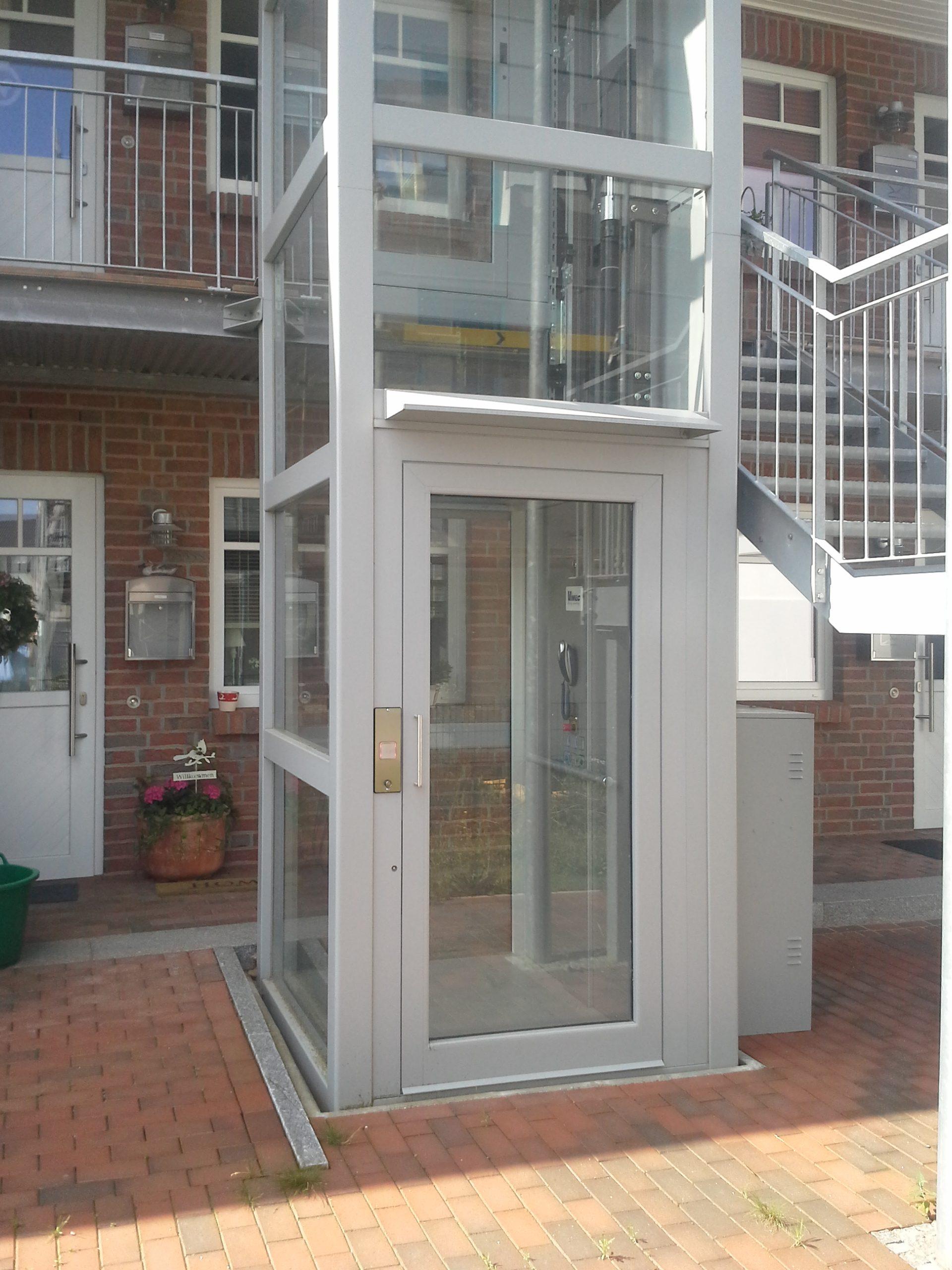 Außenaufzug weiß aus Glas