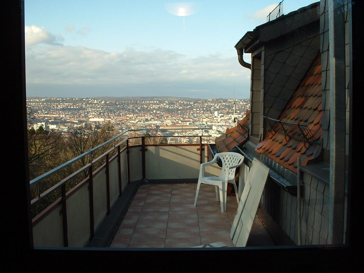 Sicht von einer Dachterrasse auf die Stadt