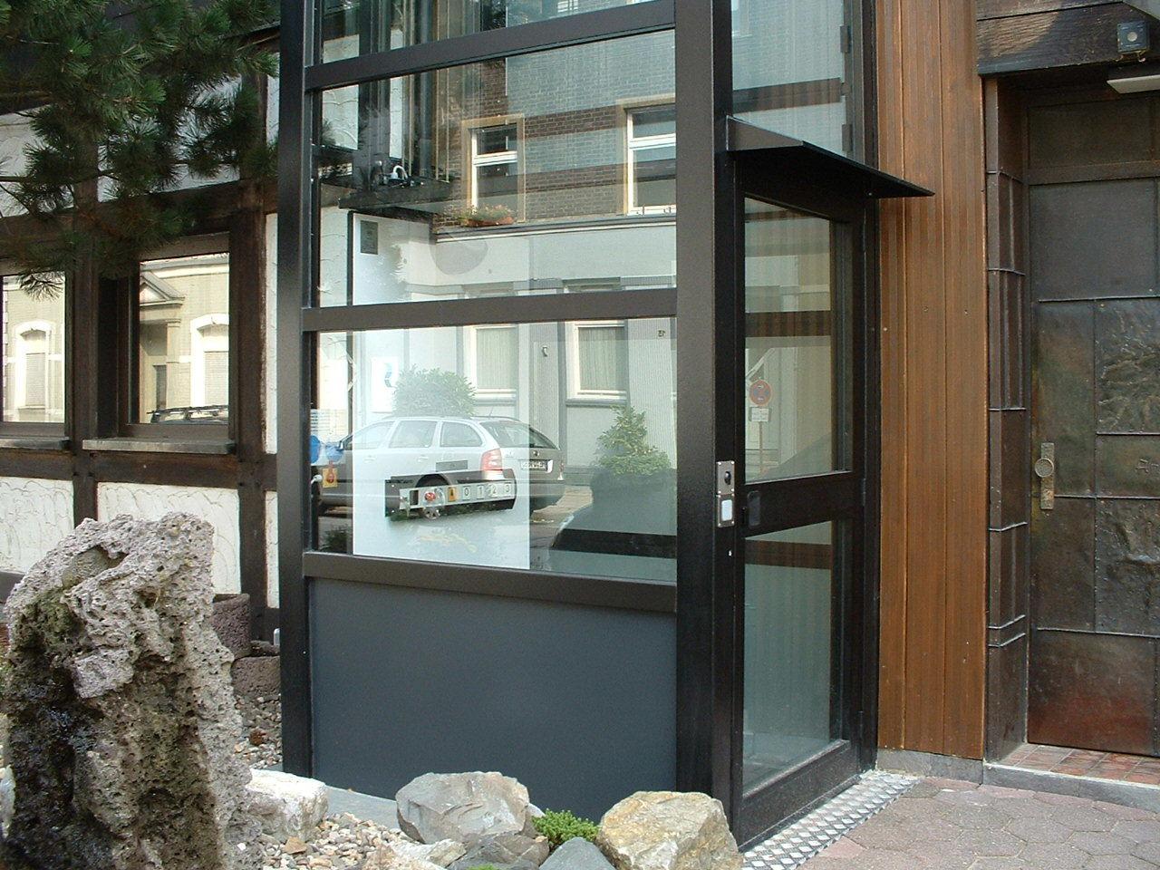 Eingang Außenaufzug außen